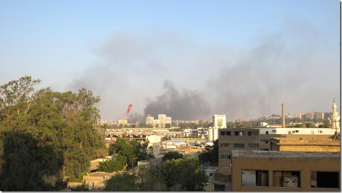 Cairo, Caïro, Nasr City, Medinat Nasr, rookwolken, clouds of smoke, (c) willemjdewit