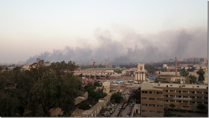 Cairo, Caïro, Nasr City, Medinat Nasr, rookwolken, clouds of smoke, (c) willemjdewit