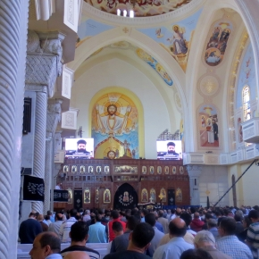 """""""Zijn Vader rook Hem"""": Goede Vrijdag in de koptisch-orthodoxe kathedraal"""